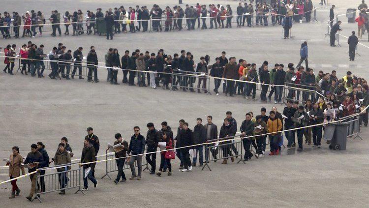 persone-in-fila